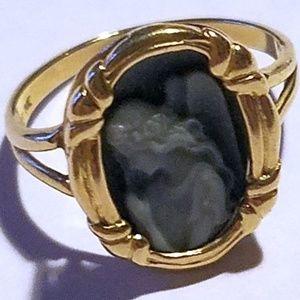 Jewelry - 14k yellow gold 3.1 gram Angel Cameo Ring (Estate)